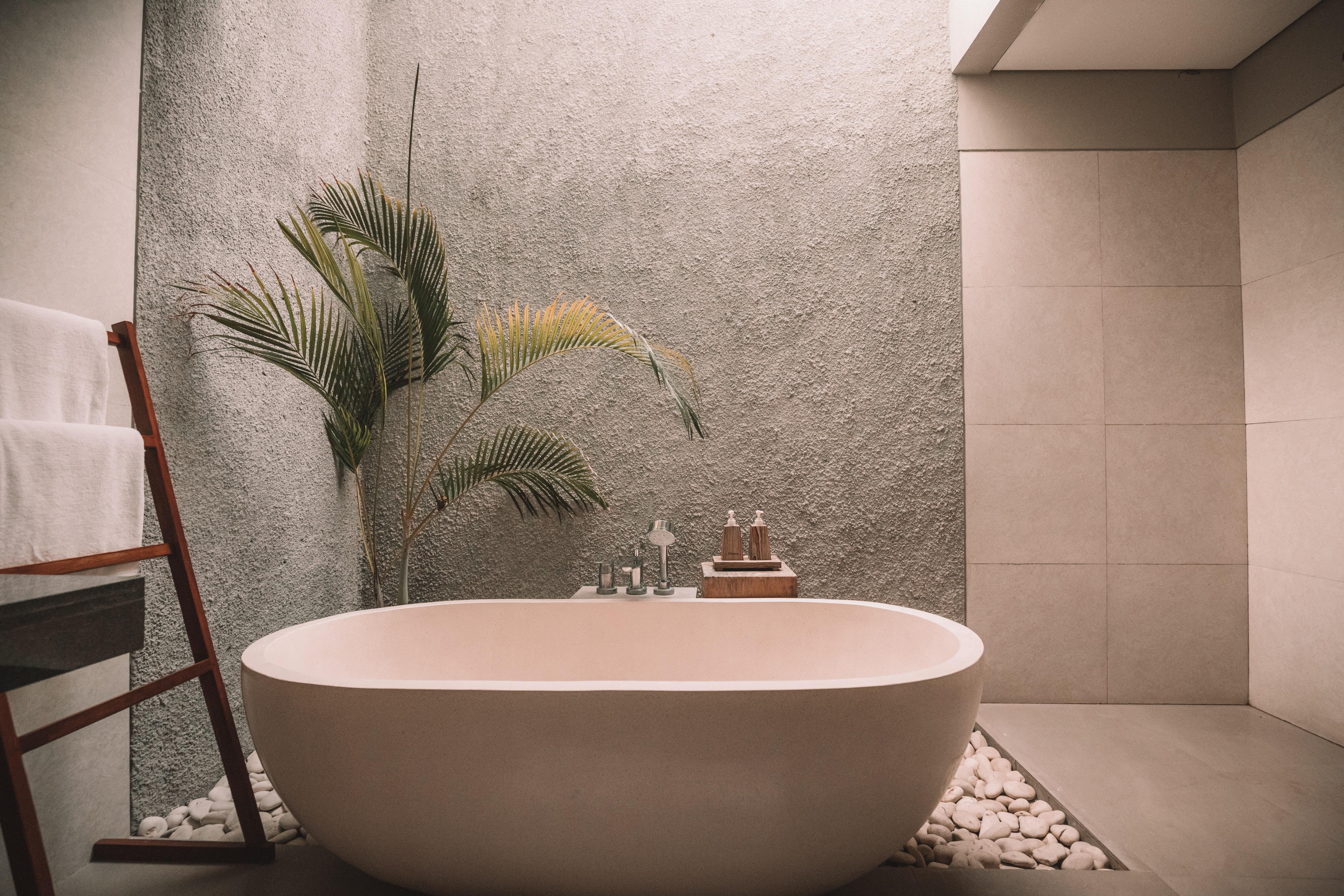 jared rice PibraWHb4h8 unsplash - Smukke ALGAN-håndklæder til dit badeværelse