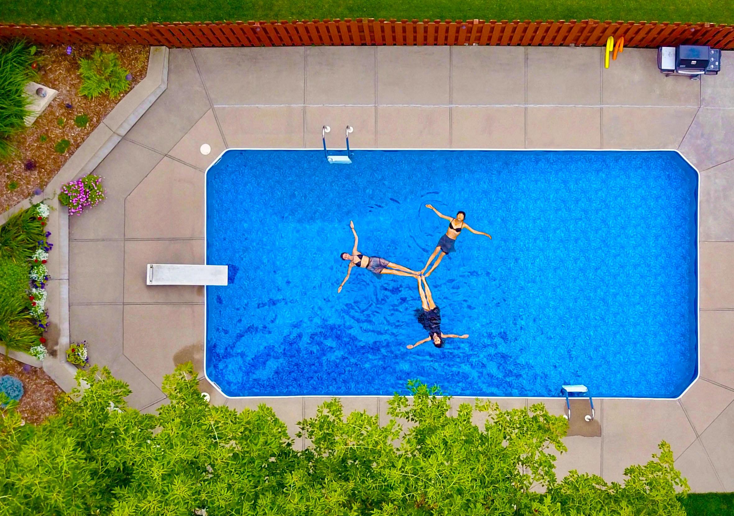 bruce christianson EpJeJM8g uQ unsplash - Få opfyldt drømmen om egen swimmingpool i haven