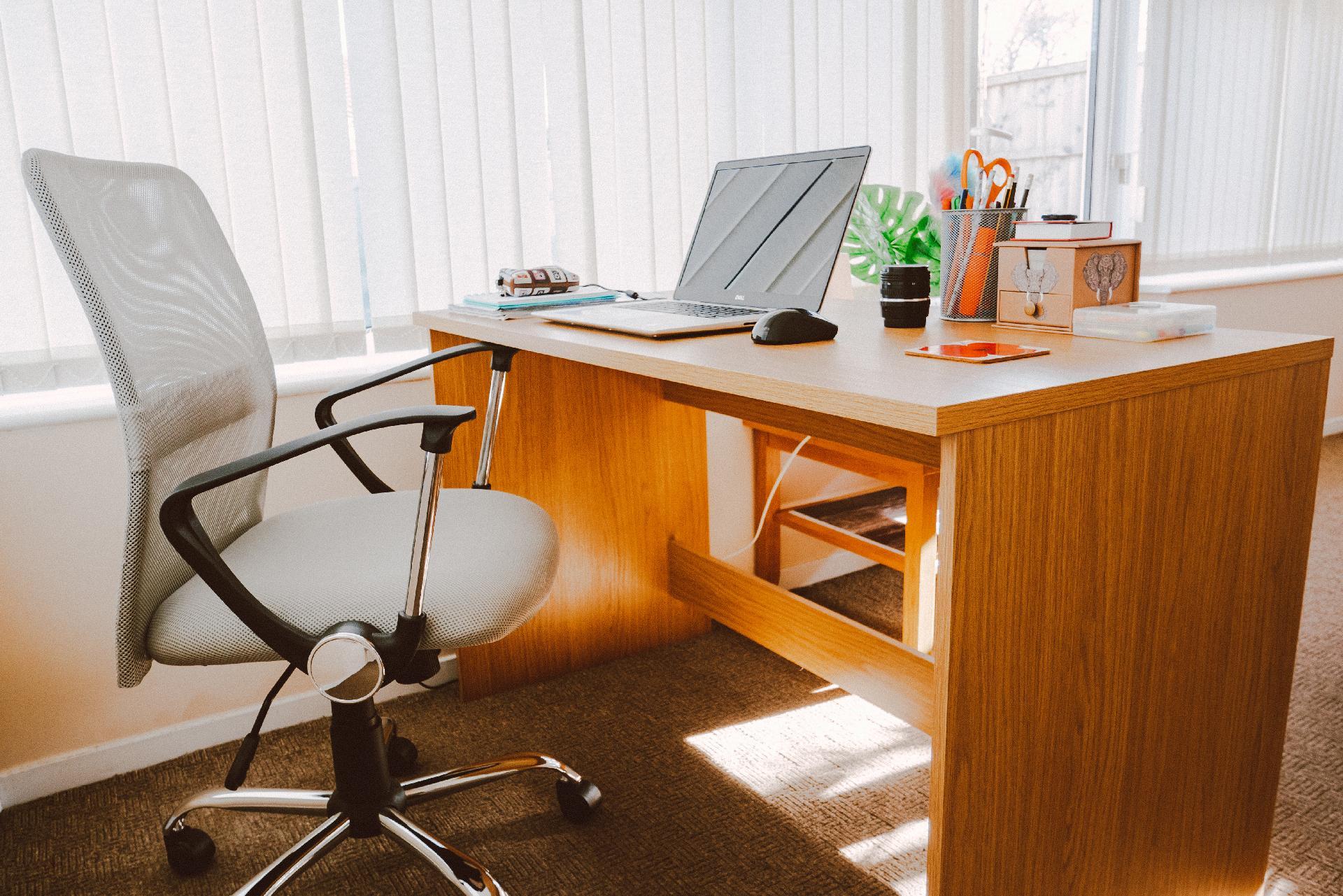 jumpstory download20200527 080730 - Indret dit kontor optimalt fra starten