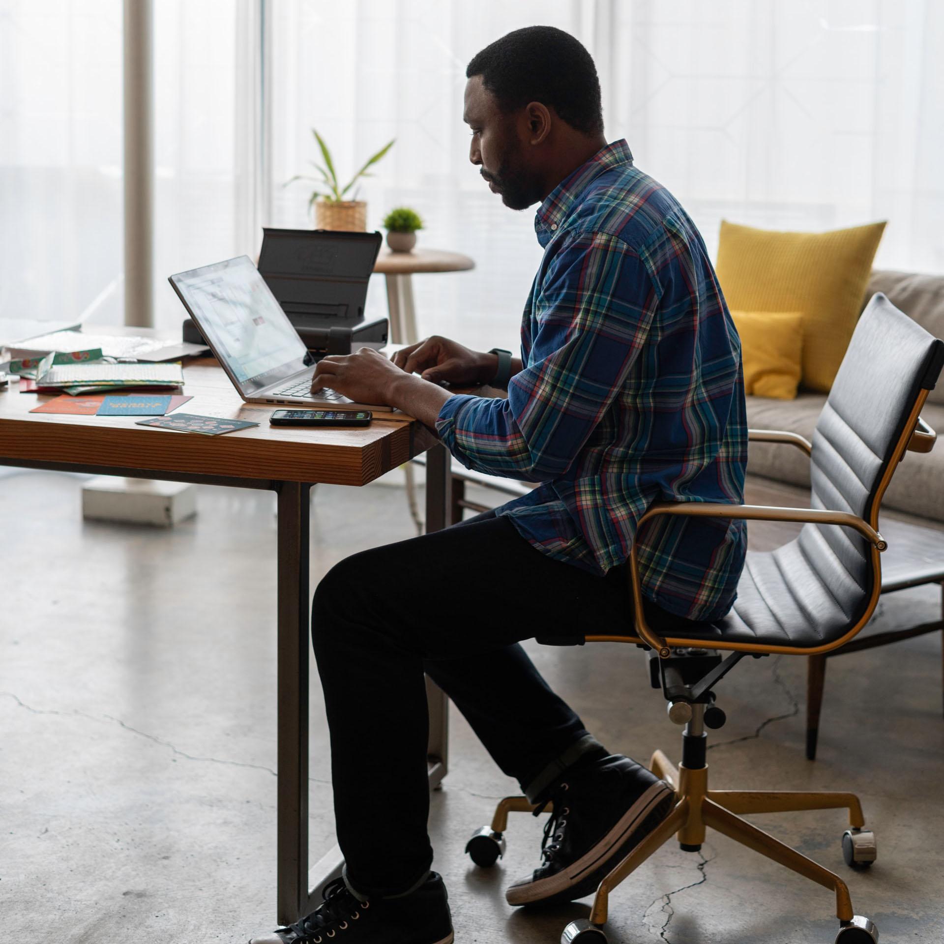 kontorstol - Sid godt på en kontorstol fra Håg